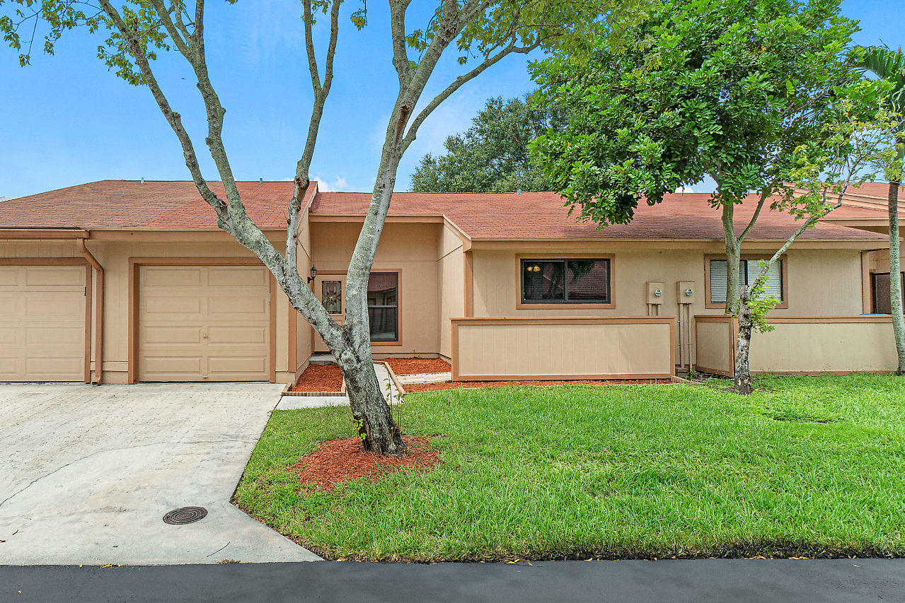 12 Farnworth Drive, Boynton Beach, FL 33426