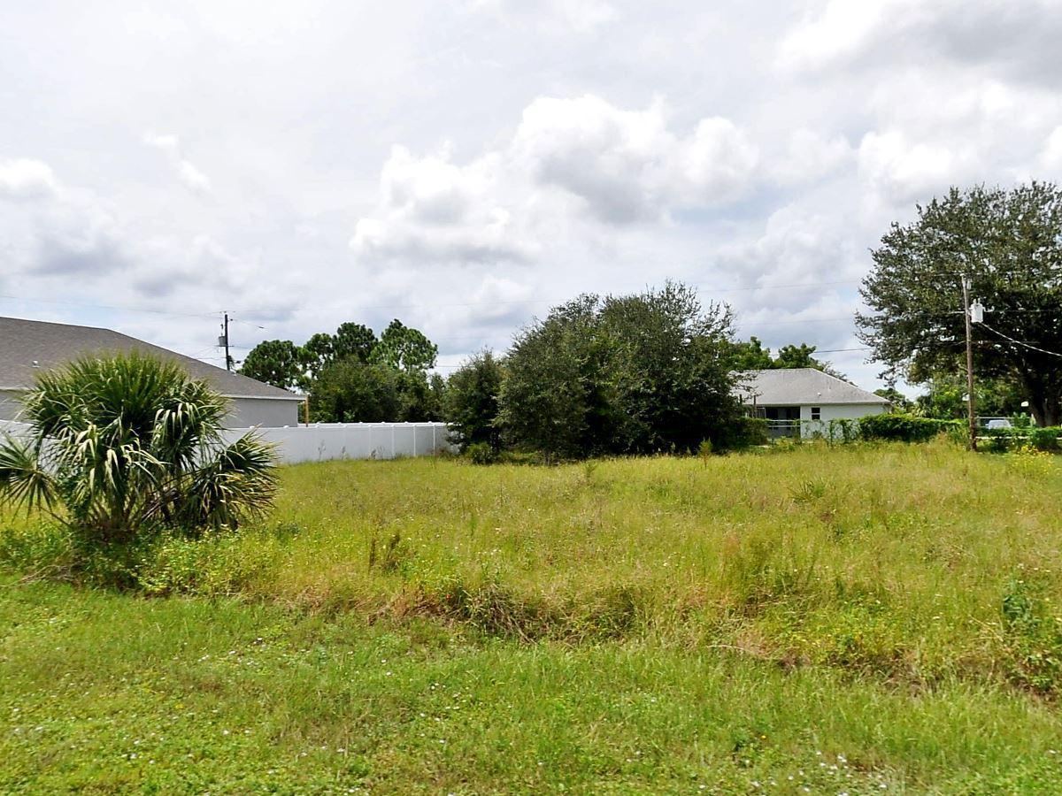 668 Sw Cynthia Street, Port Saint Lucie, FL 34983