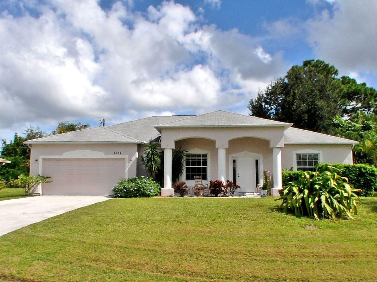 1654 Se Holiday Road, Port Saint Lucie, FL 34952