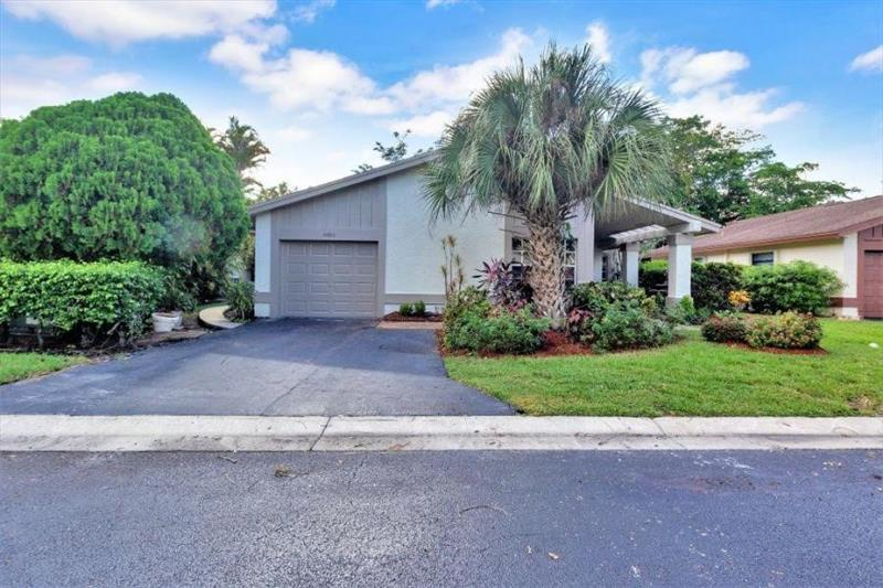 8983 Old Pine Way, Boca Raton, FL 33433