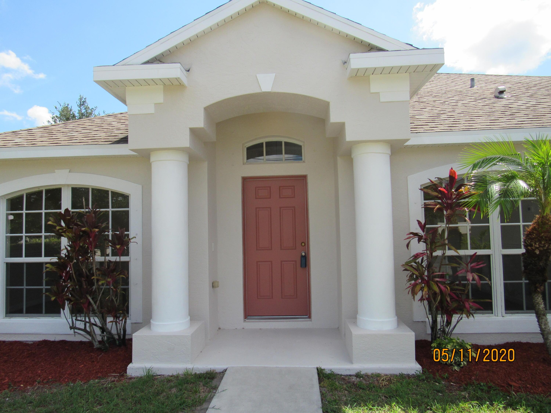 2067 Sw Hampshire Lane, Port Saint Lucie, FL 34953