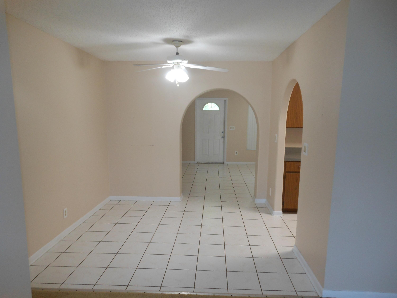 750 Se Damask Avenue, Port Saint Lucie, FL 34983