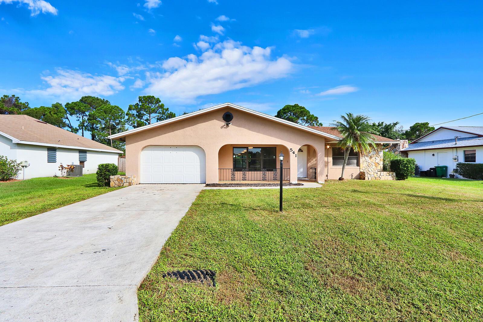 541 Se Fallon Drive, Port Saint Lucie, FL 34983