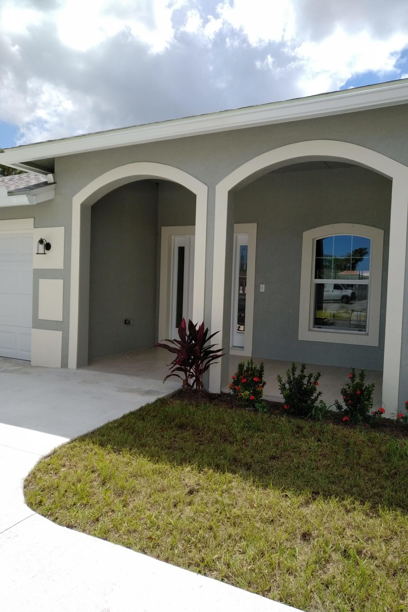 712 Se Thornhill Drive, Port Saint Lucie, FL 34983