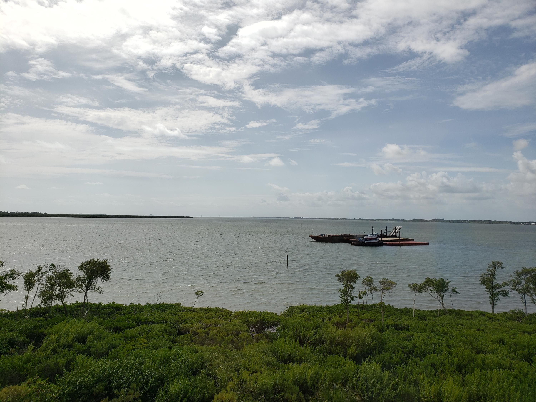 27 Harbour Isle W Drive, Hutchinson Island, FL 34949