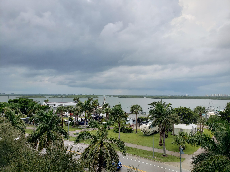 38 Harbour Isle E Drive, Hutchinson Island, FL 34949