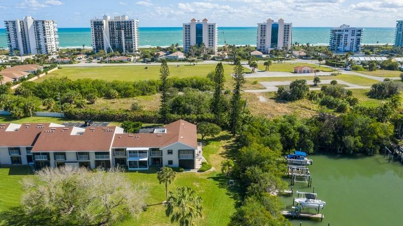 3207 S Lakeview Circle, Hutchinson Island, FL 34949