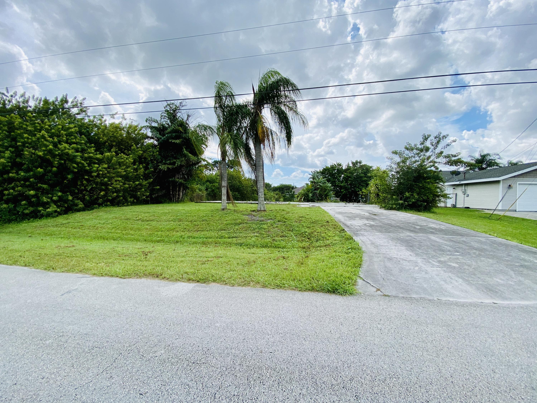 428 Sw Crawfish Drive, Port Saint Lucie, FL 34953