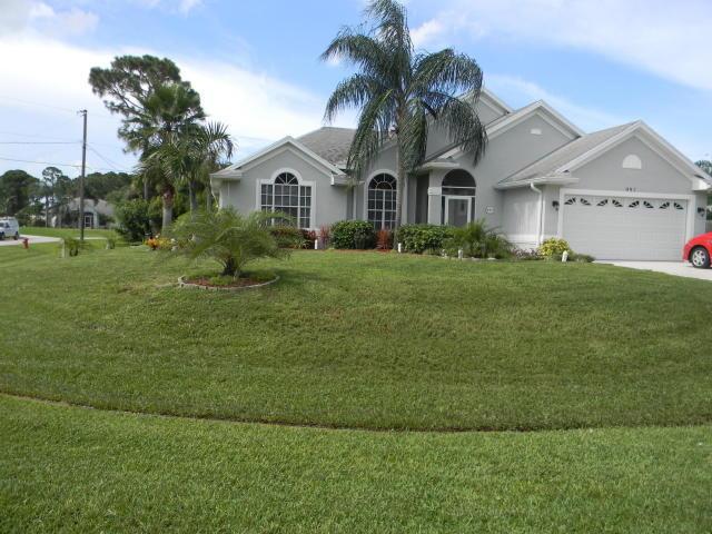 997 Sw South Globe Sw Avenue, Port Saint Lucie, FL 34953