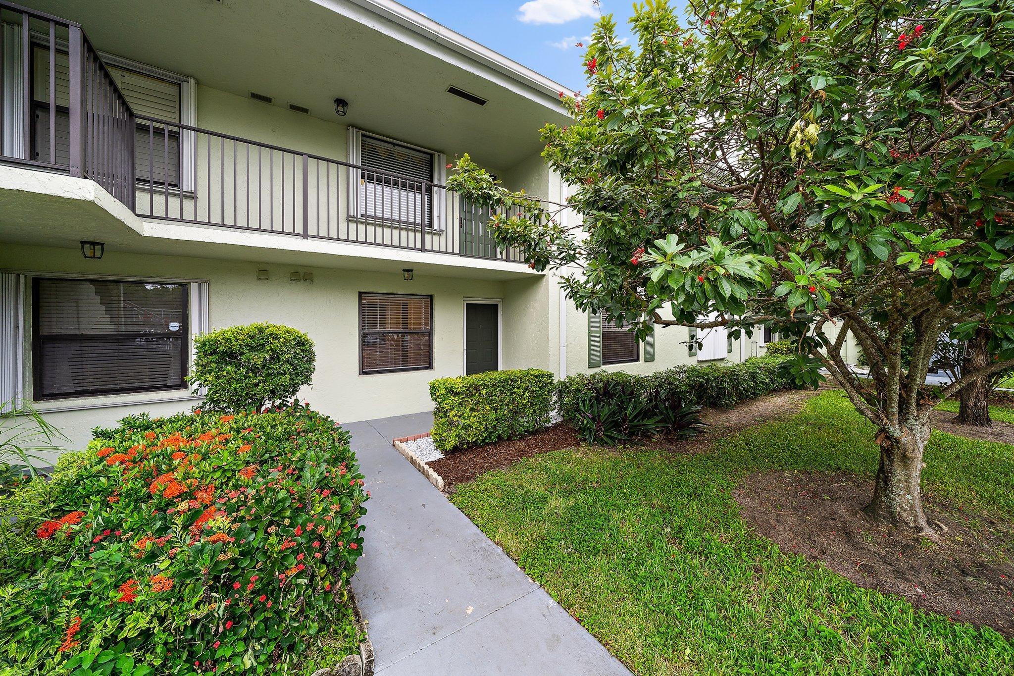 301 Sabal Ridge Circle, Palm Beach Gardens, FL 33418