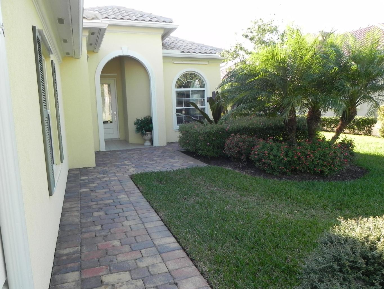 10649 Sw Stratton Drive, Port Saint Lucie, FL 34987