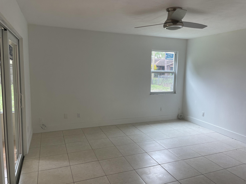 566 Nw Sherbrooke Avenue, Port Saint Lucie, FL 34983