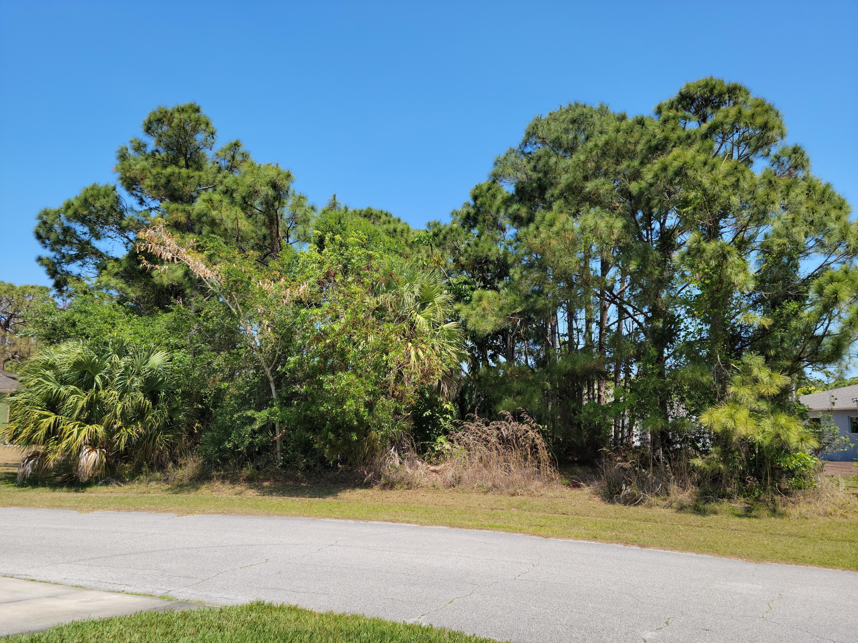 2581 Se Dogwood Avenue, Port Saint Lucie, FL 34952