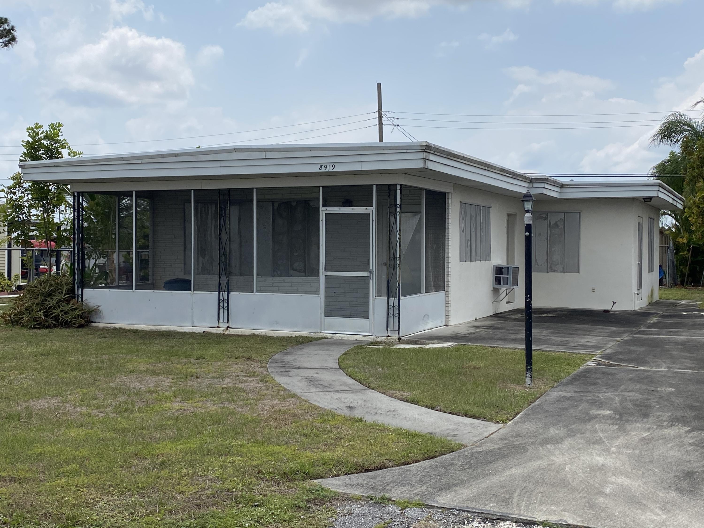 8919 Pine Street, Boynton Beach, FL 33436
