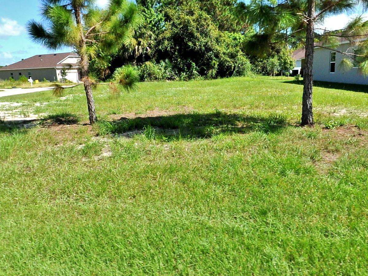 660 Ne Moss Rose Place, Port Saint Lucie, FL 34983