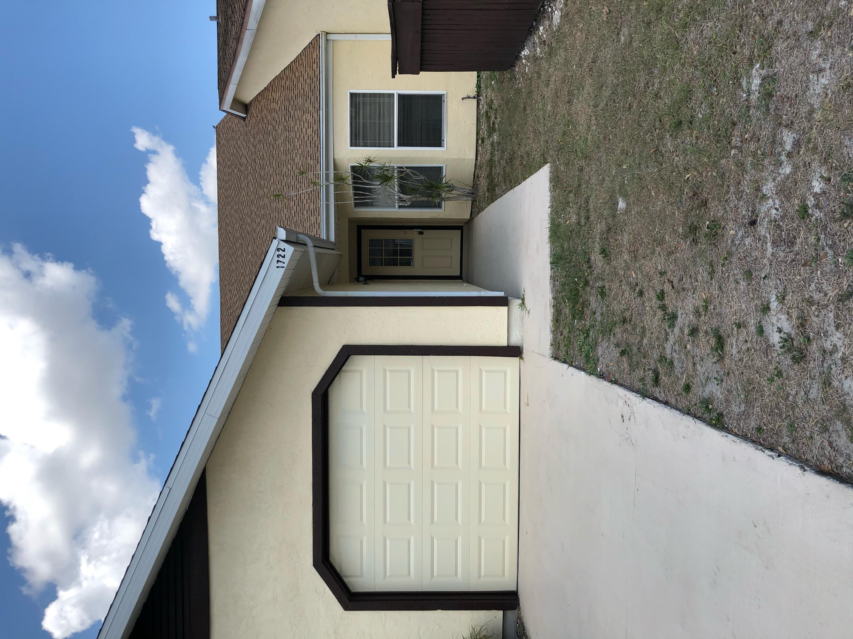 1722 Se Balmoral Court, Port Saint Lucie, FL 34952