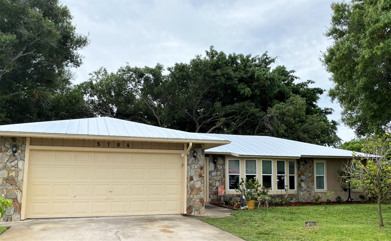 5704 Paleo Pines Circle, Fort Pierce, FL 34951