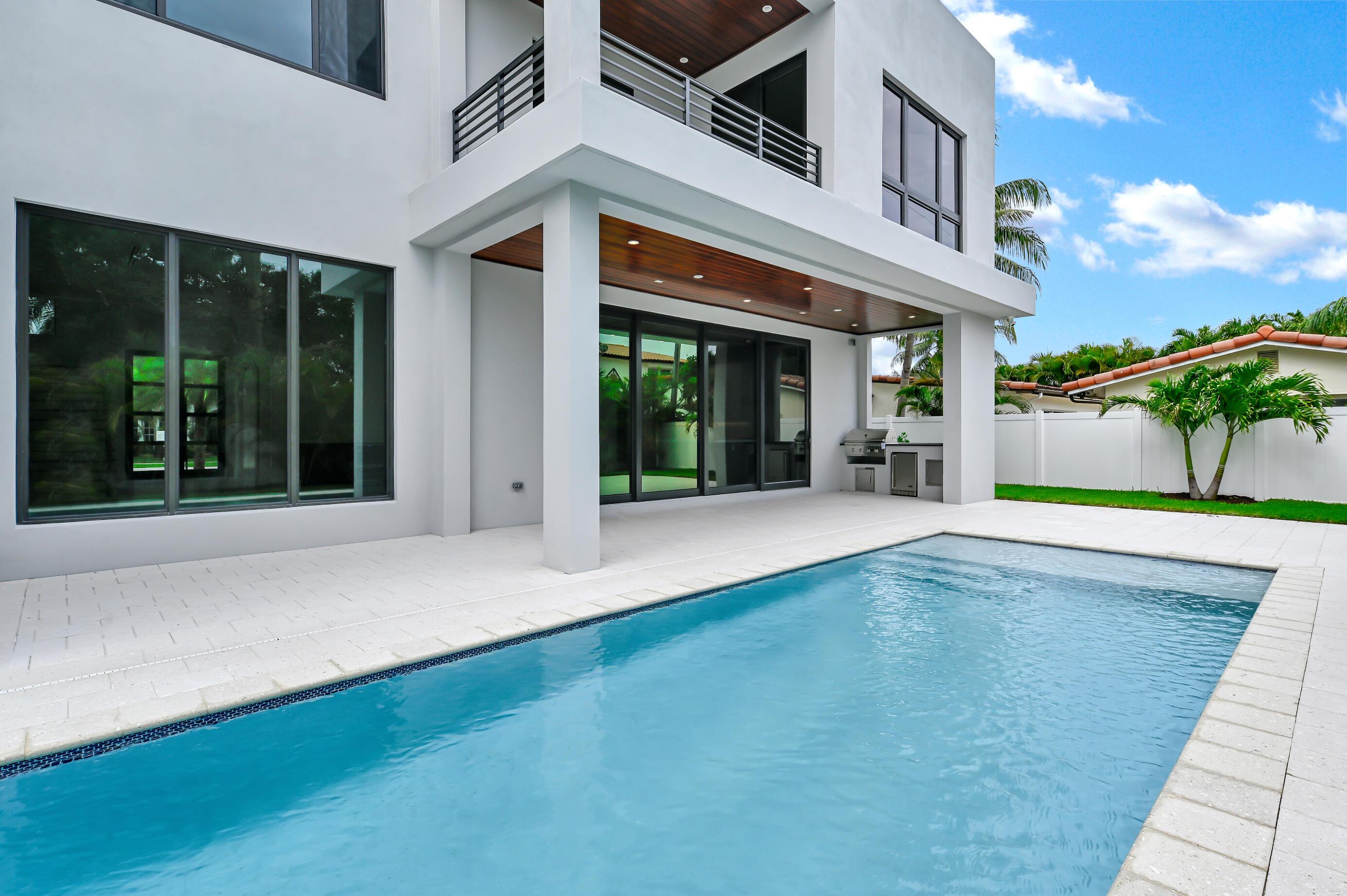 464 Ne 5th Court, Boca Raton, FL 33432