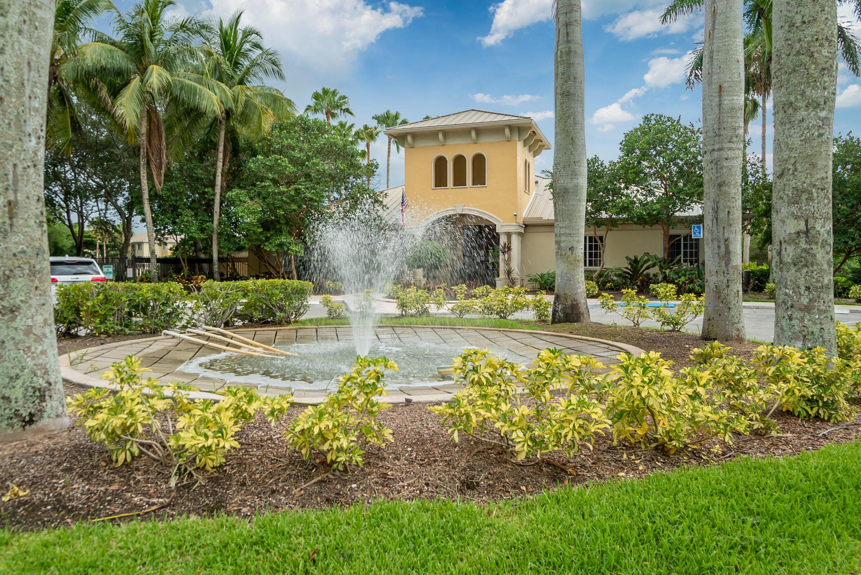 200 Crest Wood N Court, West Palm Beach, FL 33411