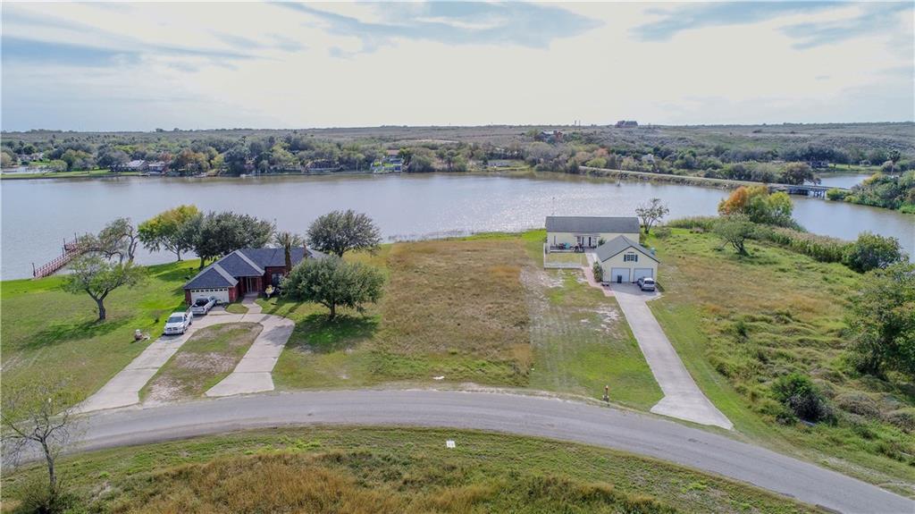 327 Lakeshore Dr, Sandia, TX 78383