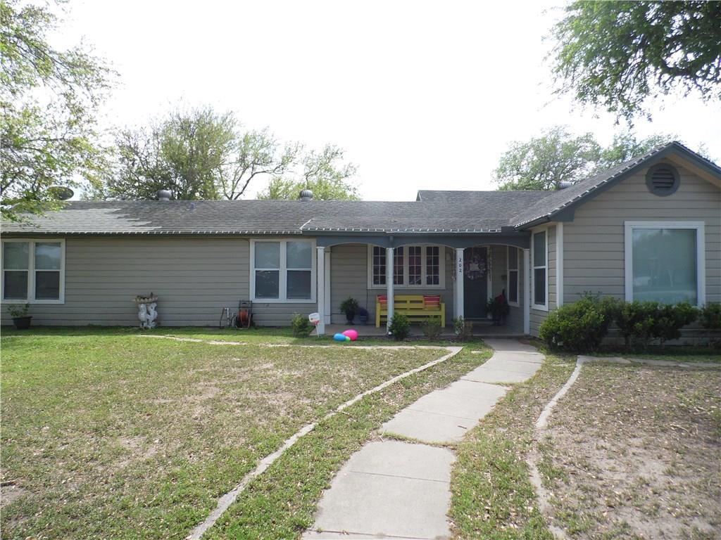 202 E Hackberry St, Mathis, TX 78368