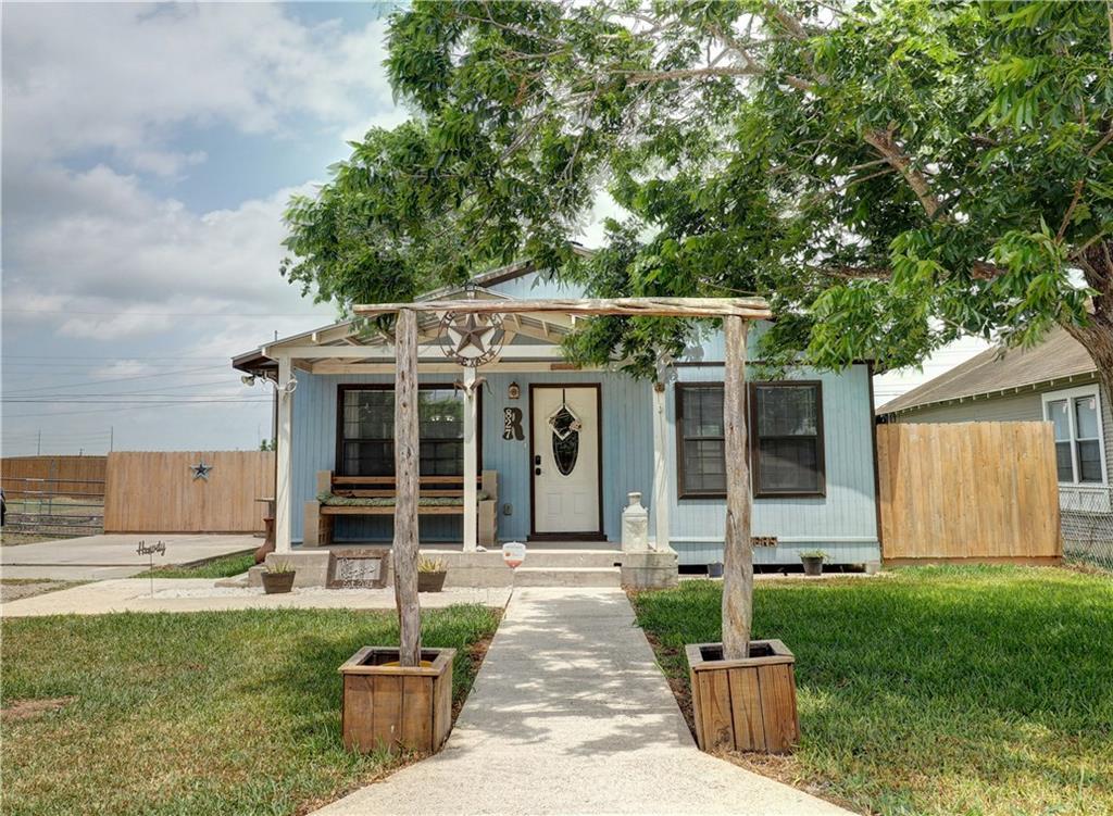 827 Benavides St, Robstown, TX 78380