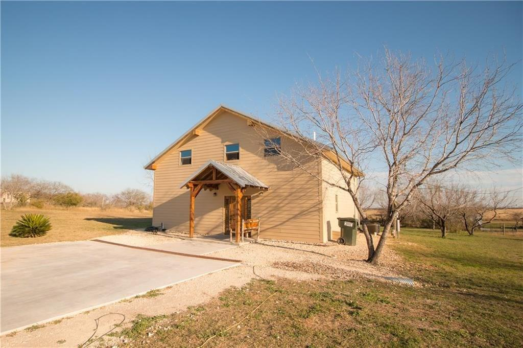 185 County Road 102, George West, TX 78022