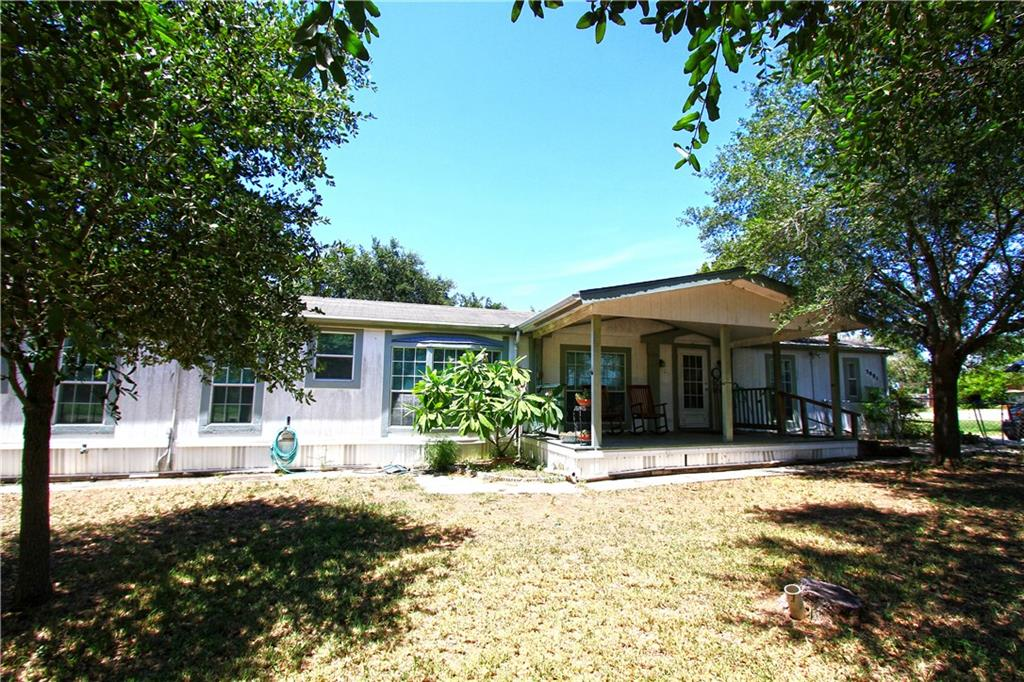 5491 Riverview Dr, Robstown, TX 78380