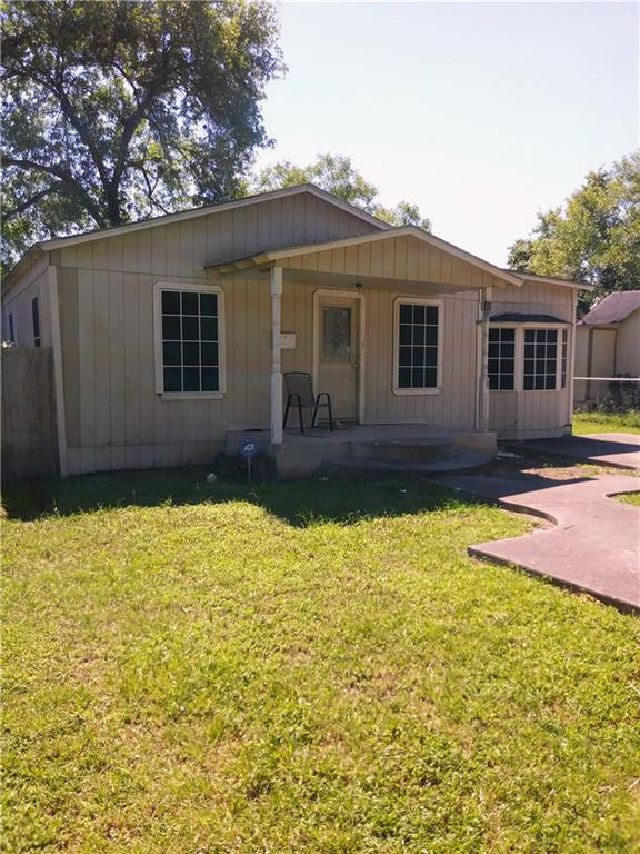 906 N Wright, Alice, TX 78332