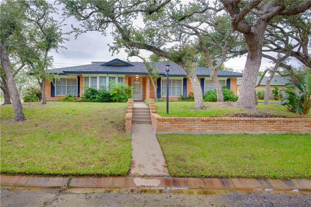 1402 Dana Dr, Rockport, TX 78382