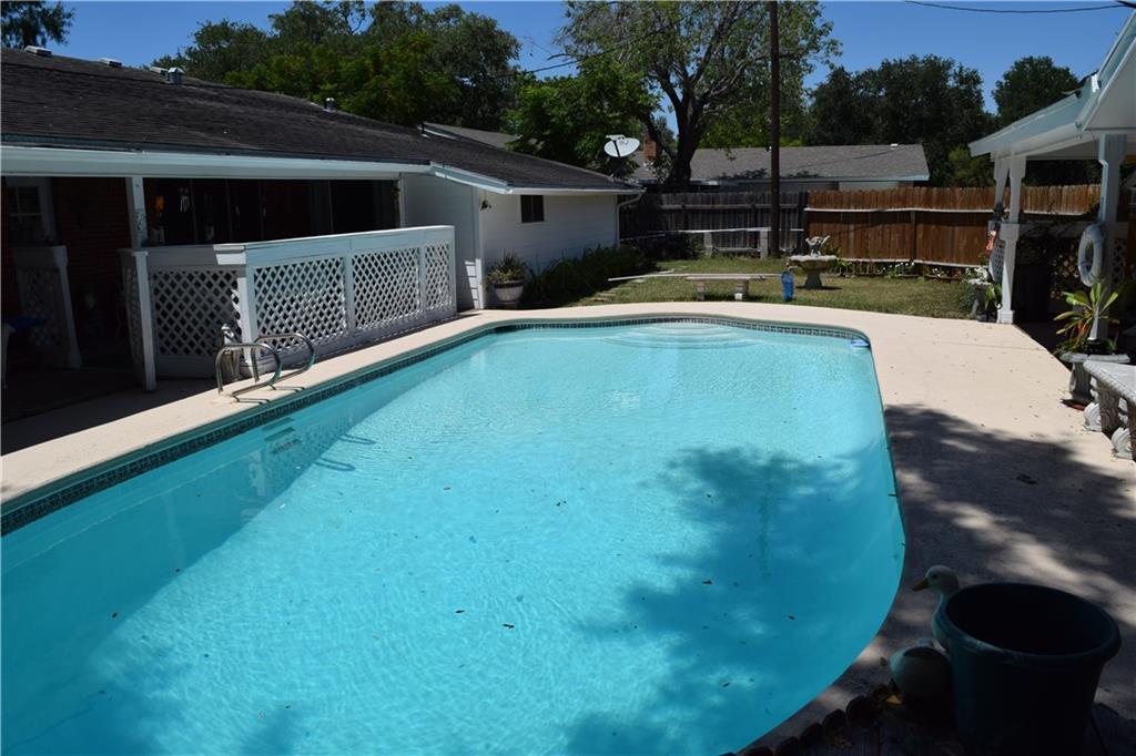 124 N University Blvd, Kingsville, TX 78363