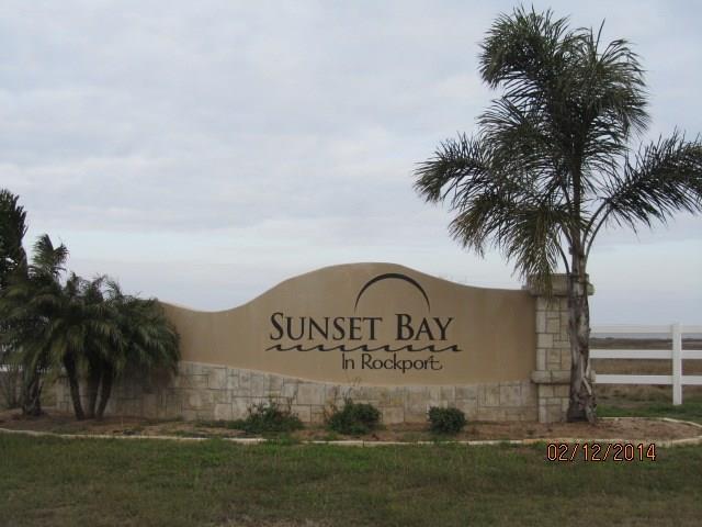 106 Sunrise Dr, Rockport, TX 78382