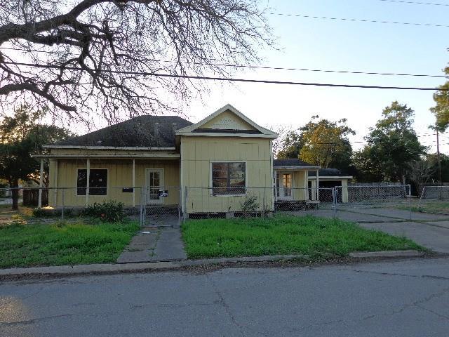 331 S 9th St, Kingsville, TX 78363