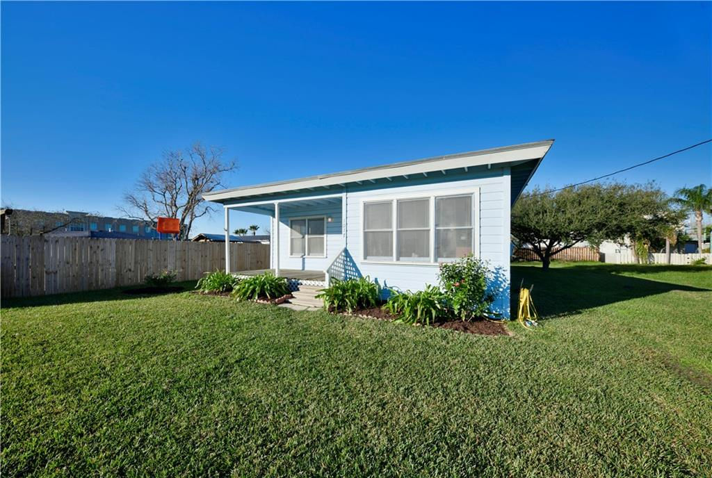 1017 Lady Clare St, Rockport, TX 78382