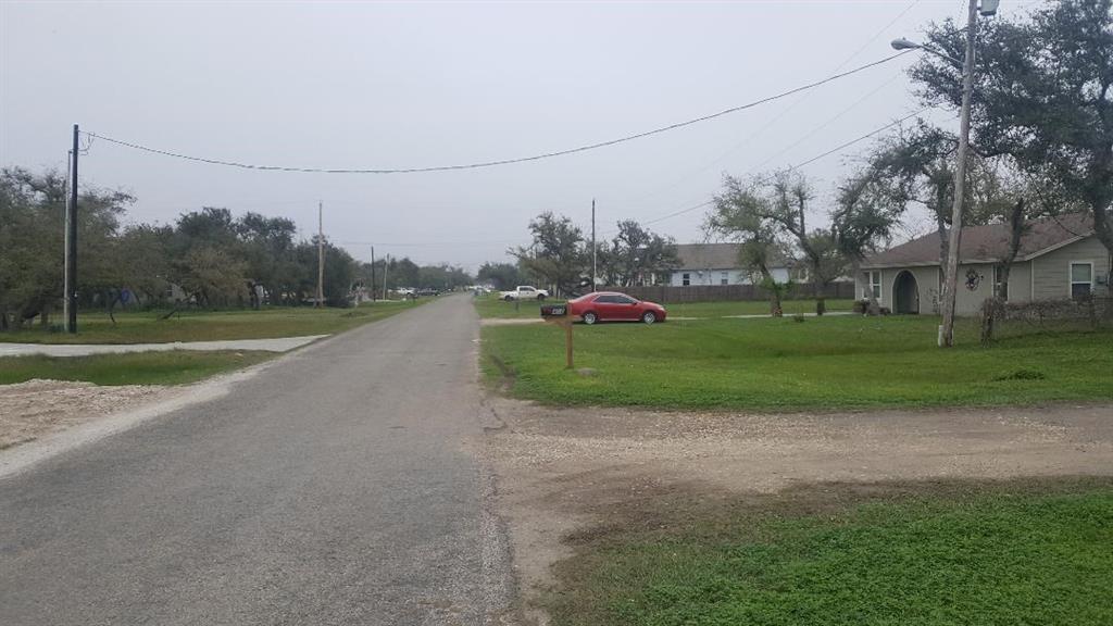 408 S Verne St, Rockport, TX 78382