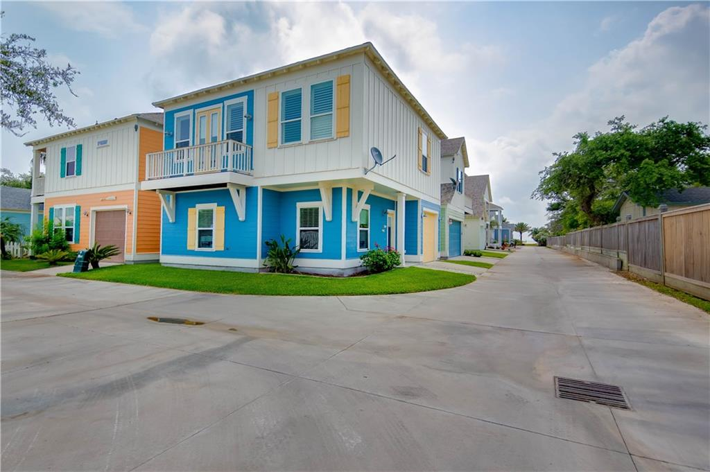 305 Sailhouse Way, Rockport, TX 78382