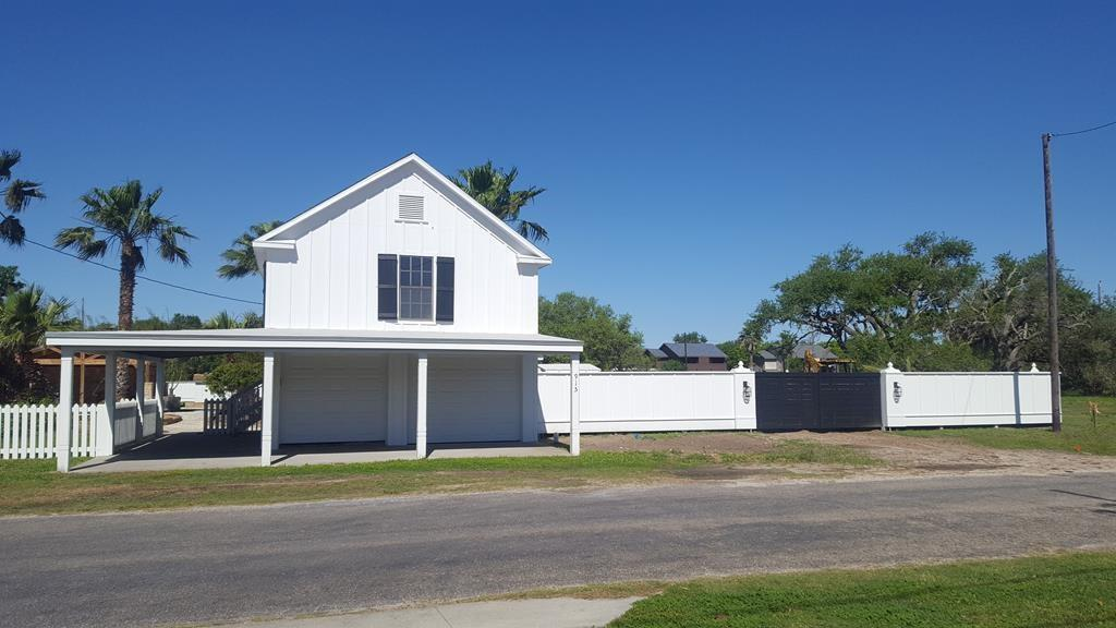 915 Patton St, Rockport, TX 78382