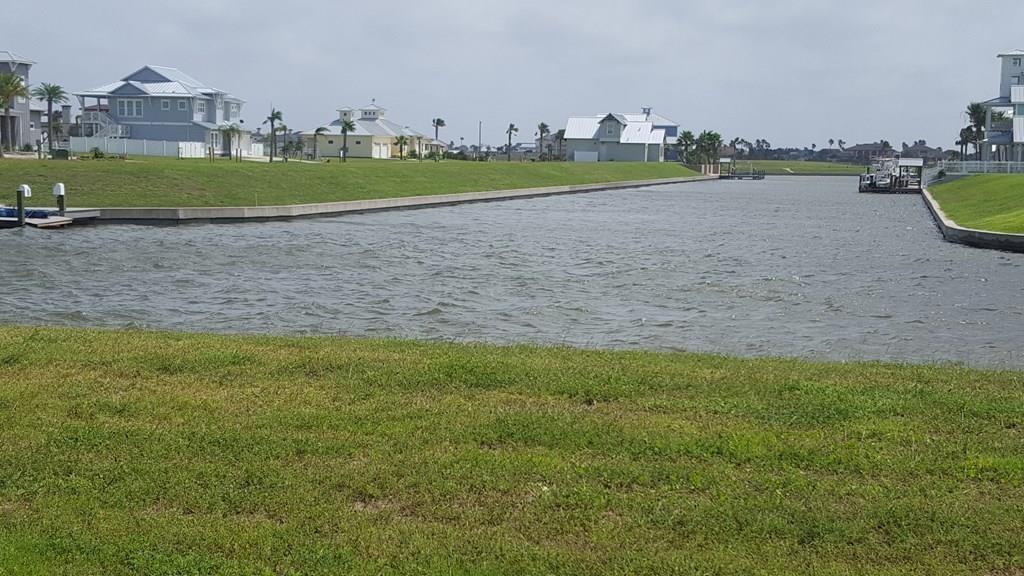 1033 N Isle Dr, Rockport, TX 78382