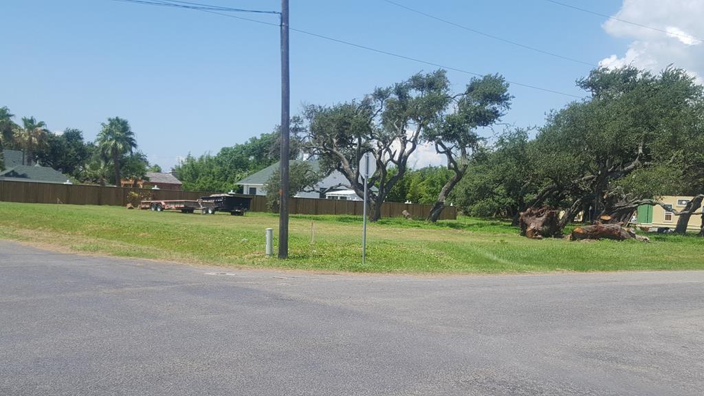 907 Patton St, Rockport, TX 78382