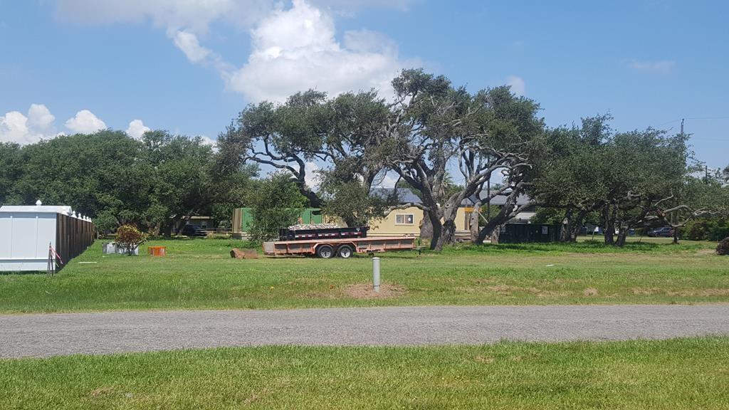 911 Patton St, Rockport, TX 78382