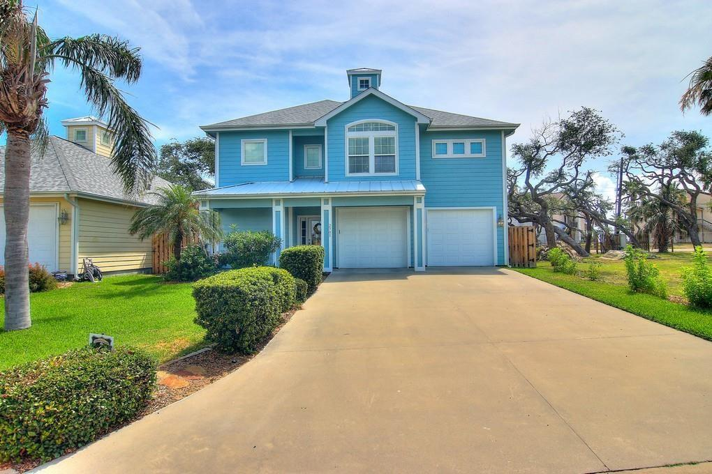 2705 Lakeview Dr, Rockport, TX 78382