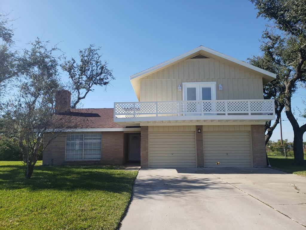 1031 Pine Ave, Rockport, TX 78382