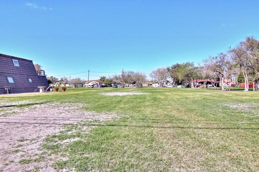 000 W 3rd St, Alice, TX 78332