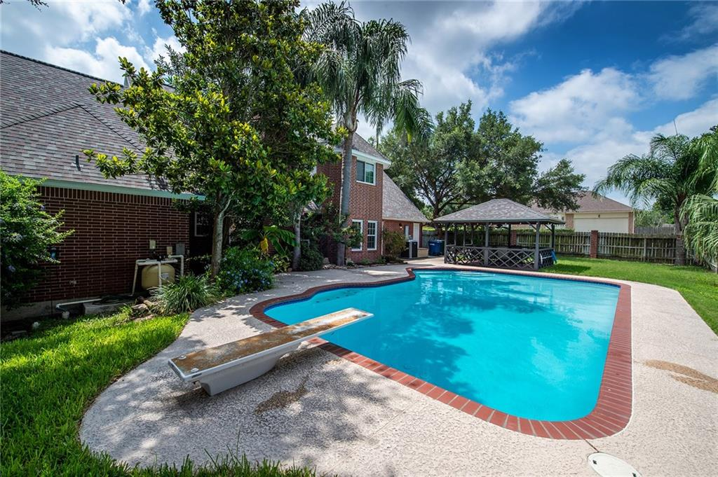 4225 Spring Creek Dr, Corpus Christi, TX 78410