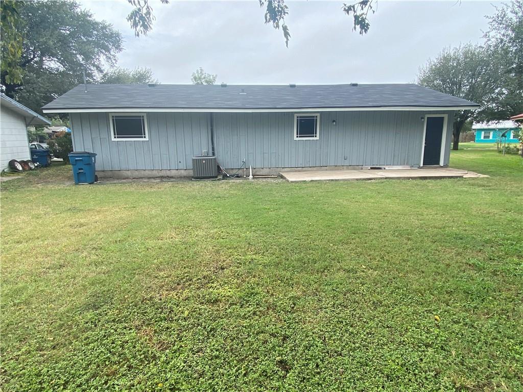 230 Redwood Dr, Mathis, TX 78368