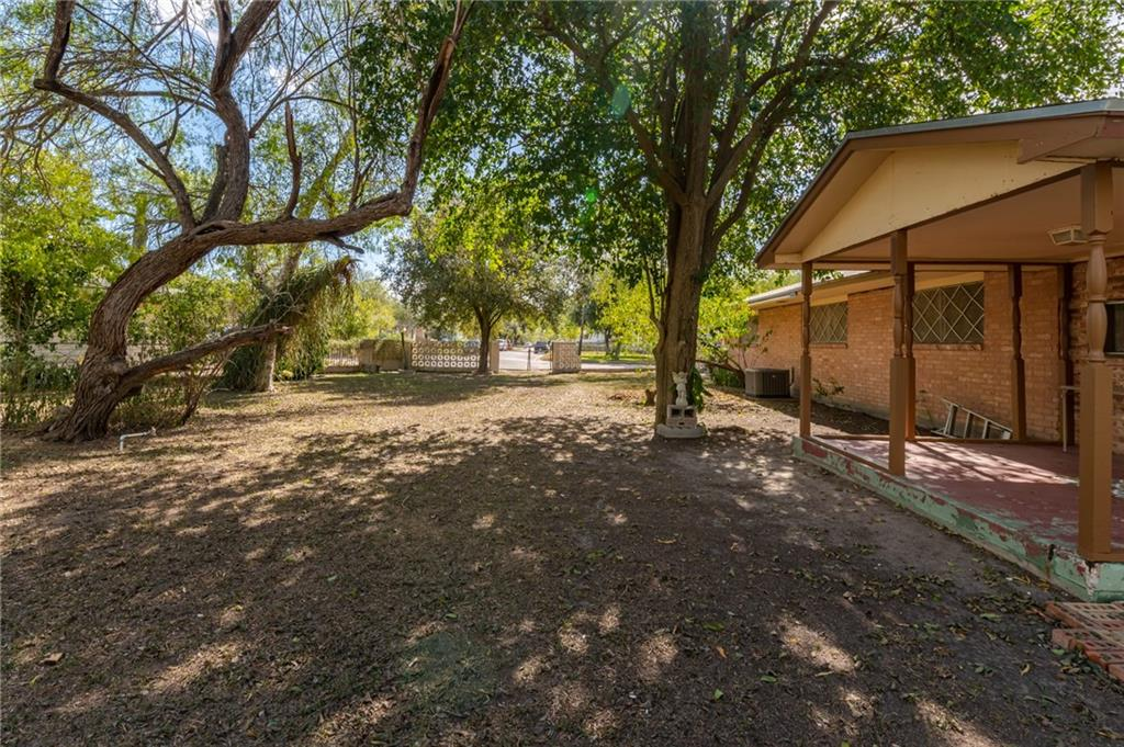 226 E Fairview Dr, Kingsville, TX 78363