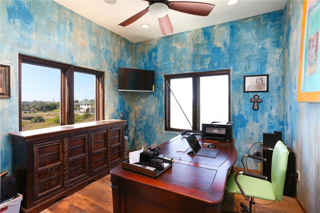 520 Ocean View Dr, Port Aransas, TX 78373