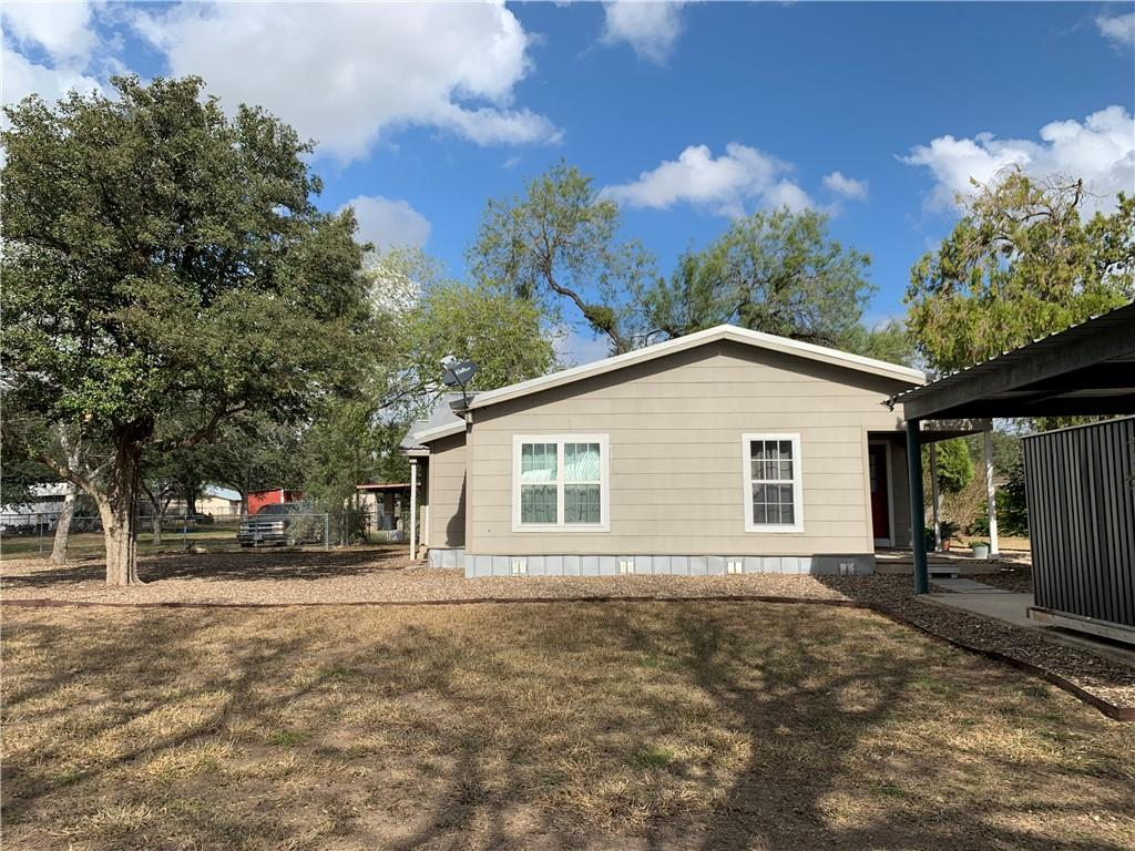 1713 Owens Ave, Three Rivers, TX 78071