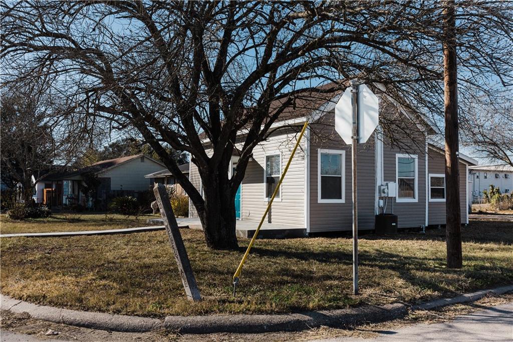 702 W Kenedy Ave, Kingsville, TX 78363