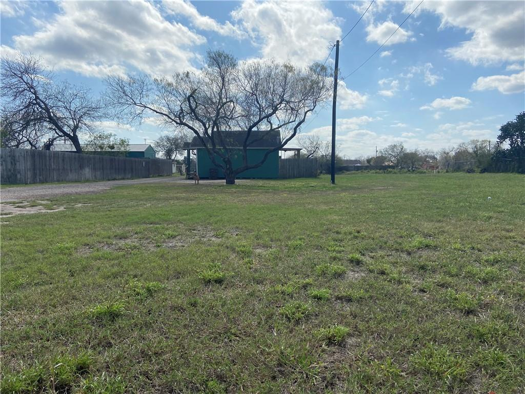 325 W Corral Ave, Kingsville, TX 78363